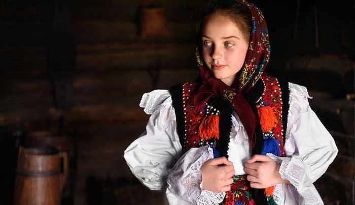 آنچه از رومانی نمی دانستید؛دختران و پسران جوان در جشنواره ای به قدمت تاریخ، تصاویر